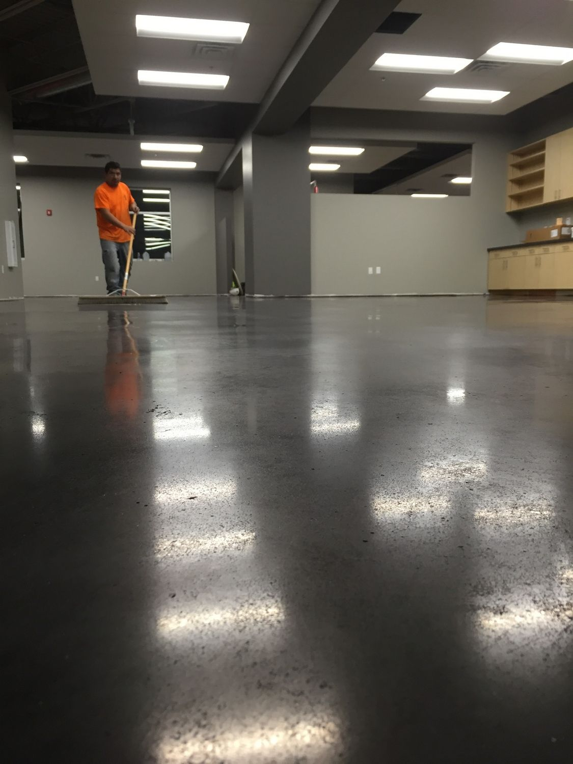 indianapolis-concrete-floor-polishing-11